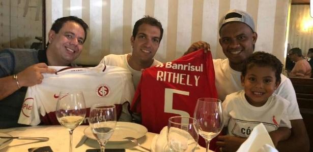 Rithely com a camisa do Internacional. Jogador defenderá o Colorado até 2019