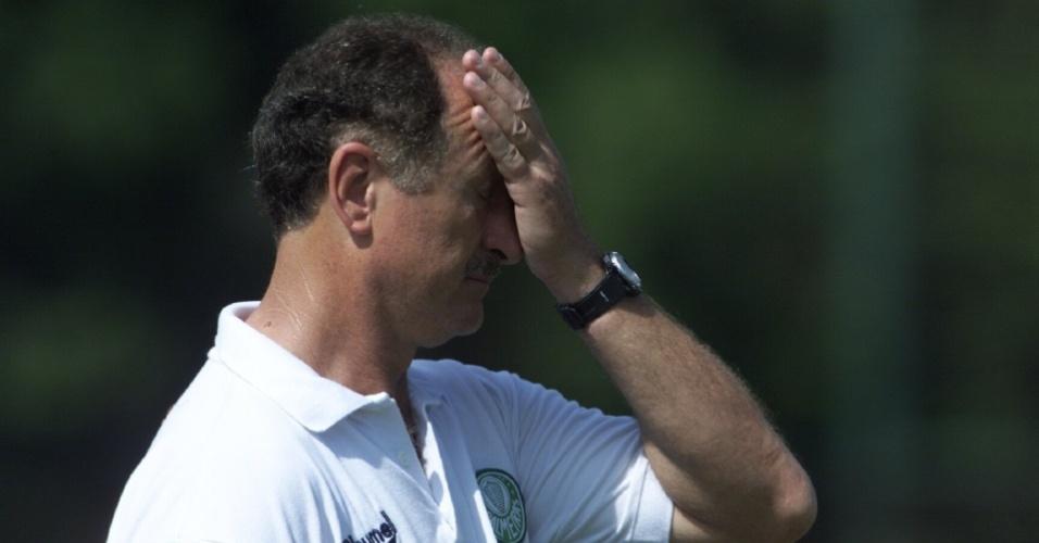 Luiz Felipe Scolari se lamenta durante treino do Palmeiras em 2000