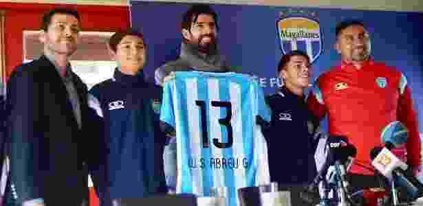 Loco Abreu é apresentado pelo Magallanes, da segunda divisão do Chile - Divulgação/Twitter/Loco13Abreu