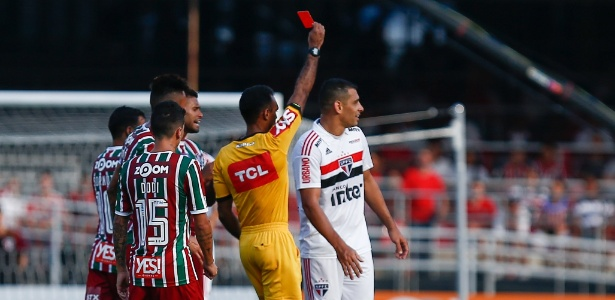 Diego Souza foi expulso no jogo do São Paulo contra o Fluminense - Marcello Zambrana/AGIF