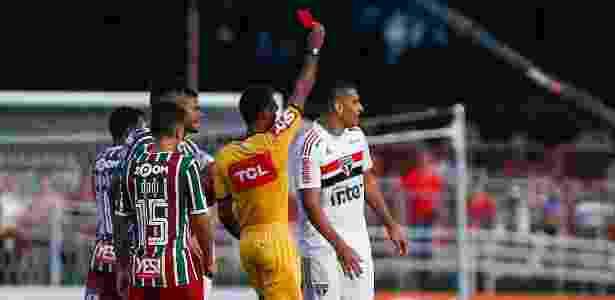 Atacante são-paulino foi expulo aos 33 minutos do primeiro tempo contra o Fluminense - Marcello Zambrana/AGIF