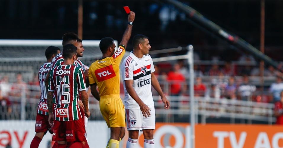 Diego Souza é expulso durante duelo entre São Paulo e Fluminense no Morumbi