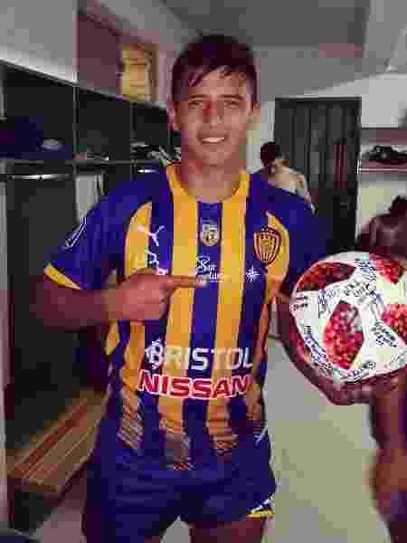 Ibarra Luqueño com bola - Sportivo Luqueño/Divulgação - Sportivo Luqueño/Divulgação