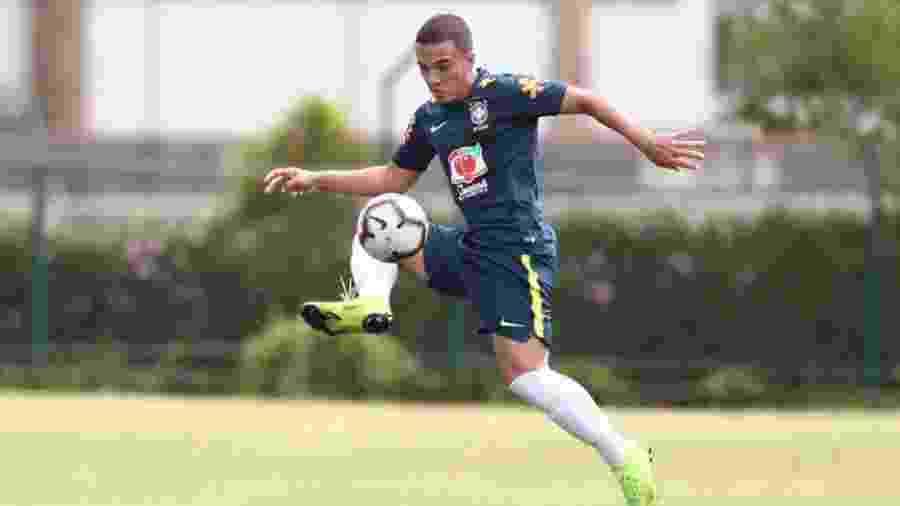 Peglow, jogador do Inter, em ação pela seleção brasileira Sub-17 - Divulgação/CBF
