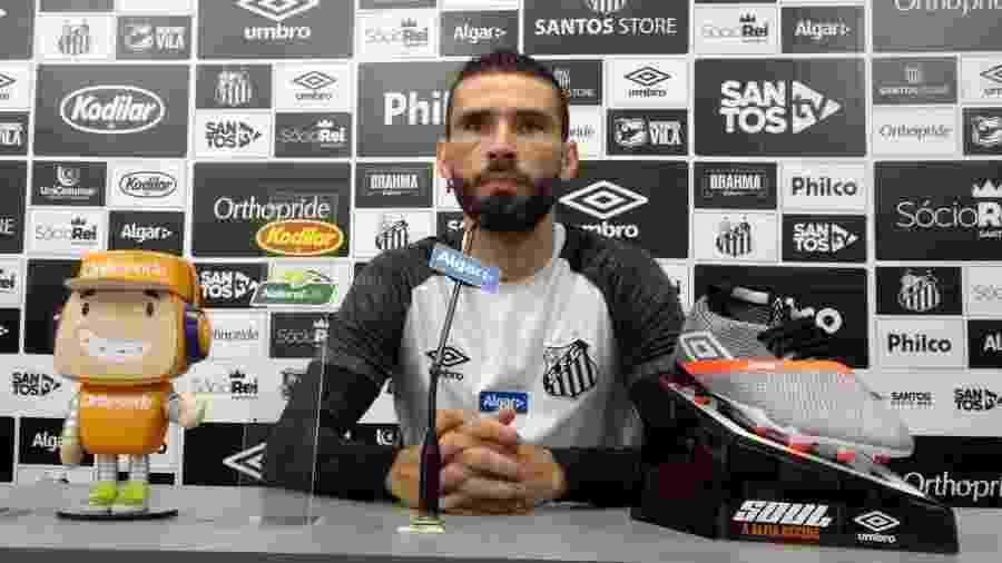 Vanderlei, do Santos, concede entrevista coletiva no CT Rei Pelé - UOL