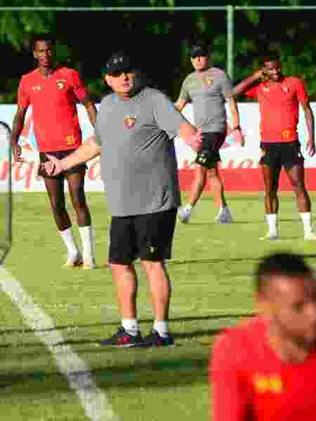 Técnico Guto Ferreira comanda treino do Sport no CT - Divulgação/Site oficial do Sport Club Recife - Divulgação/Site oficial do Sport Club Recife