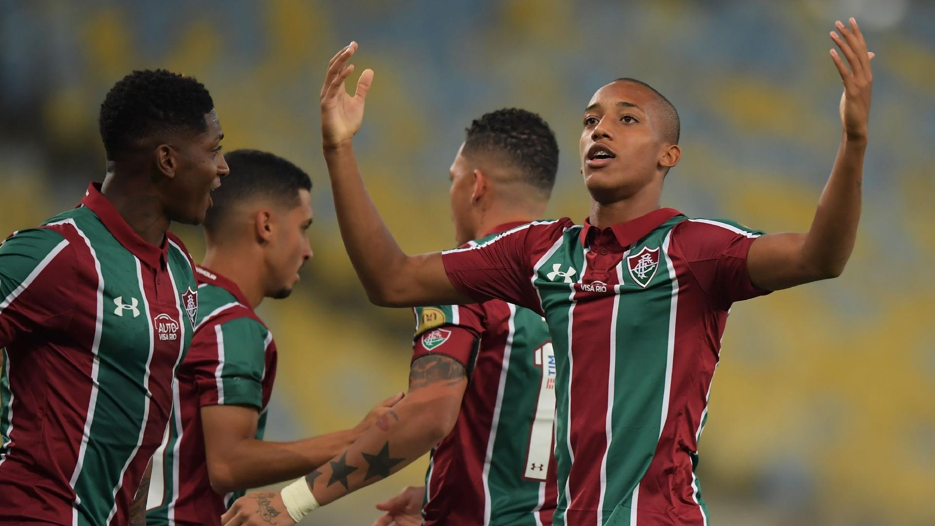 João Pedro comemora após marcar pela segunda vez contra o Atlético Nacional pela Copa Sul-Americana