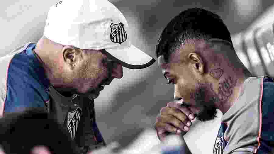 Sampaoli conversa com Marinho durante treino do Santos - Ivan Storti/Santos FC