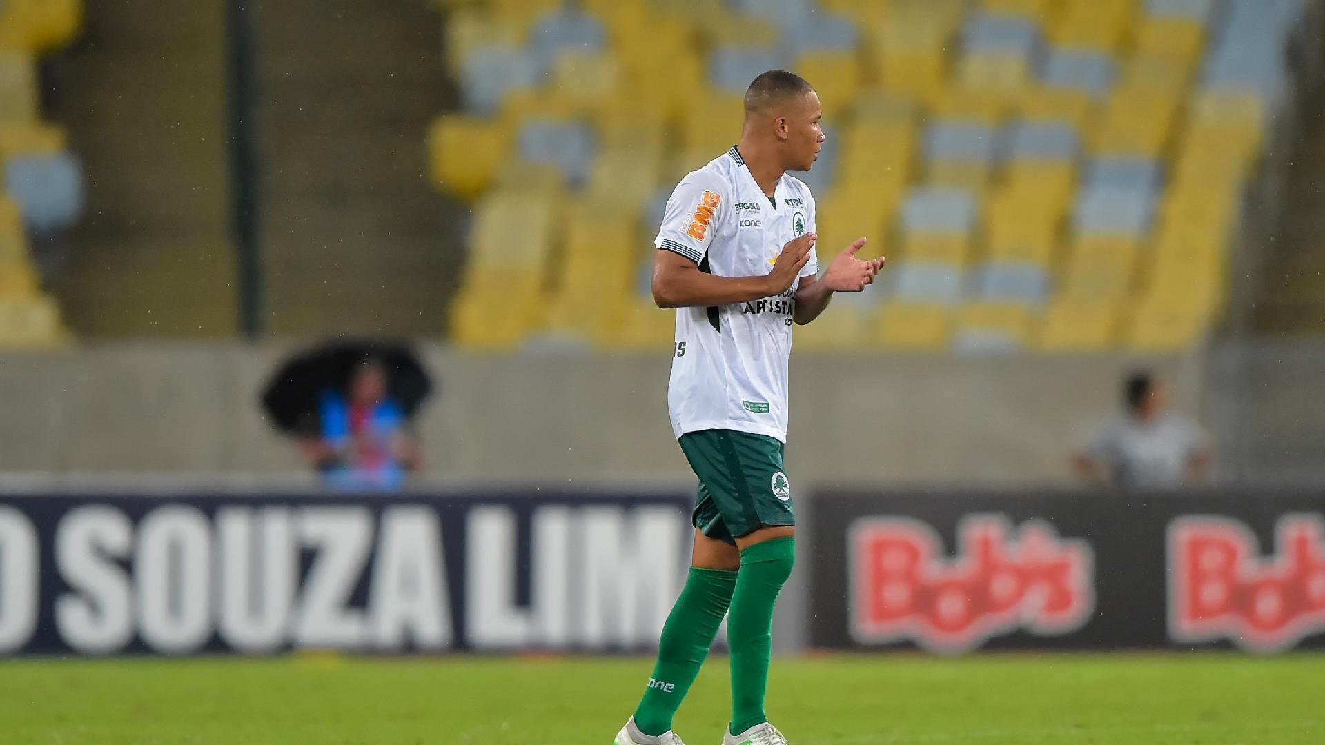 Caio Dantas, do Boavista, comemora seu gol em cima do Fluminense