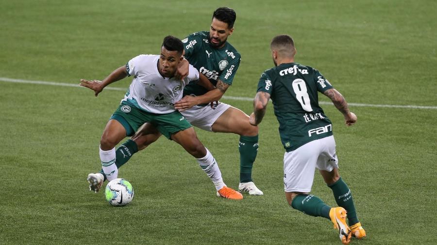 Luan e Zé Rafael, jogadores do Palmeiras contra o Goiás - Cesar Greco