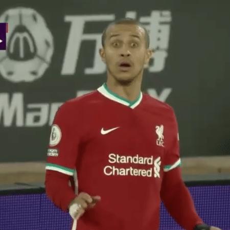 Thiago Alcantara ficou surpreso ao ser substituído em jogo do Liverpool - Reprodução