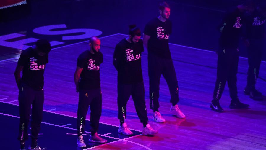 Jordan McLaughlin, Ricky Rubio e Jake Layman do Minnesota Timberwolves pedem justiça após morte de Daunte Wright - David Berding/Getty Images