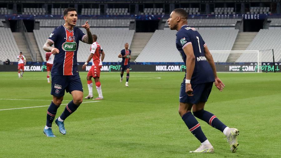 Kylian Mbappé comemora gol do PSG contra o Monaco na final da Copa da França - Getty Images