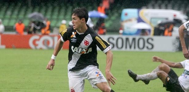 Mateus Vital fez sua estreia como profissional no dia em que o Vasco caiu em 2015