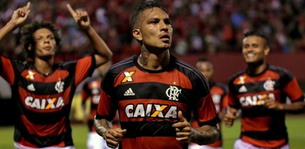 Guerrero comemora um dos gols marcados em 2016: boa fase no Flamengo