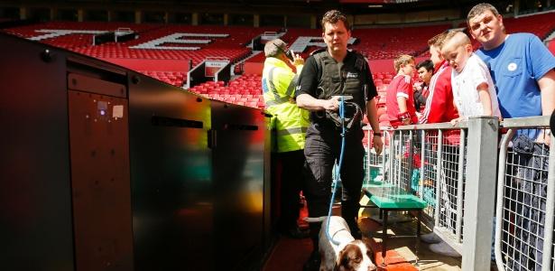 Old Trafford foi evacuado durante jogo em maio após ameça de bomba