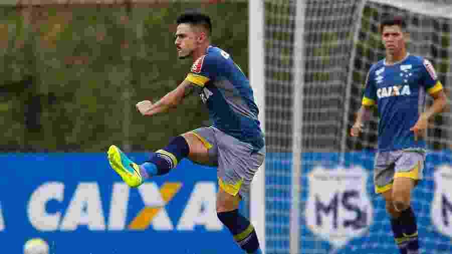 Hoje no Palmeiras, Willian foi adquirido pelo Cruzeiro em 2014. Clube ainda não pagou aquisição do jogador - Washington Alves/Light Press/Cruzeiro