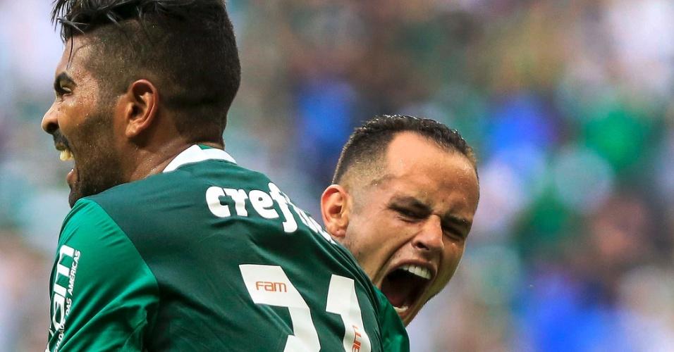 Guerra comemora com Thiago Santos em Palmeiras x São Paulo