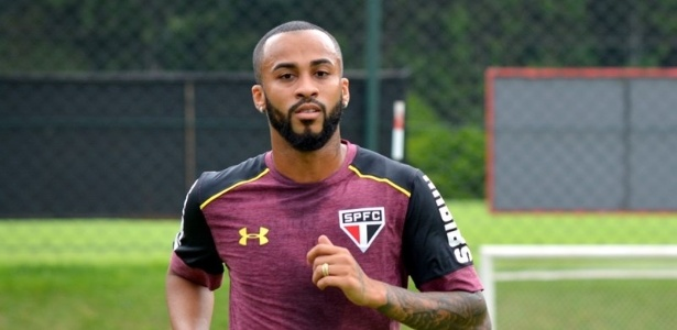 Wesley durante treino do São Paulo