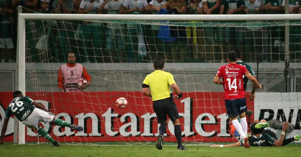 Mina (26) marca o gol da vitória do Palmeiras sobre o Jorge Wilstermann, no Allianz Parque