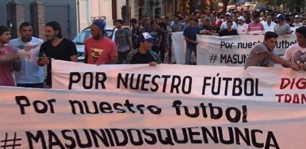 Protestos por transparência no futebol uruguaio foram às ruas