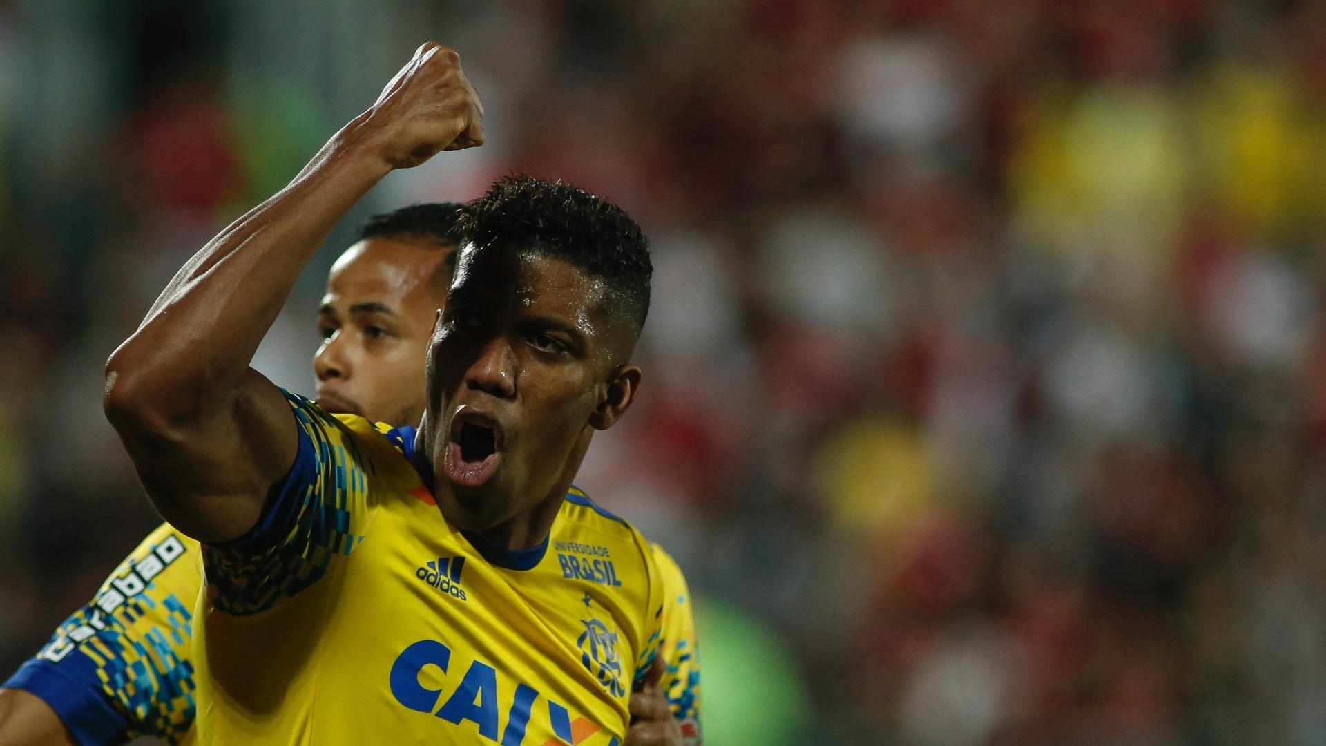 Berrío comemora gol marcado pelo Flamengo contra o Coritiba pelo Campeonato Brasileiro