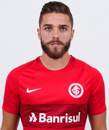 Cláudio Winck Neto, lateral do Internacional