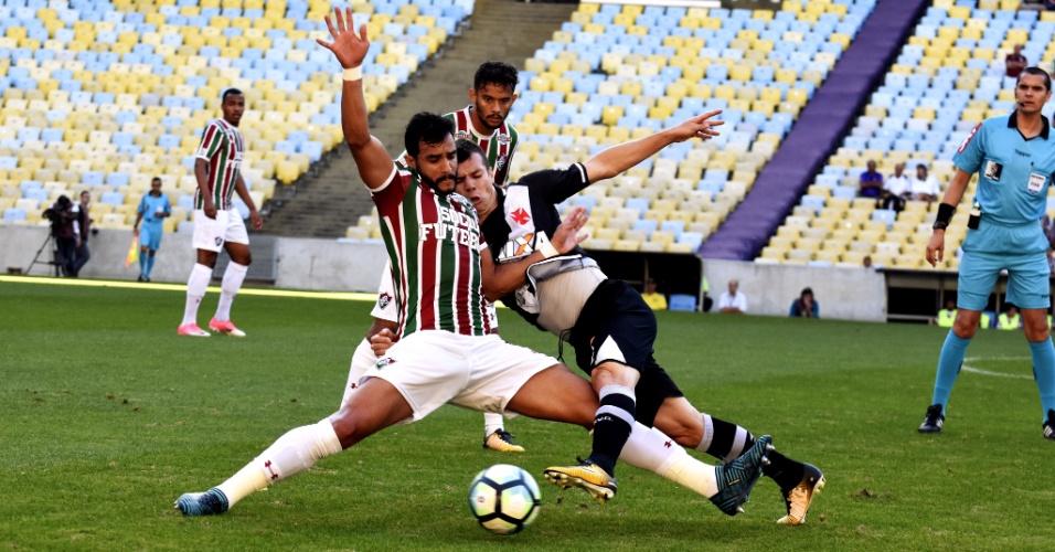 Henrique Dourado foi pouco acionado no 1º tempo do jogo entre Fluminense e Vasco