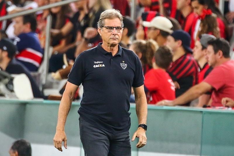 Oswaldo de Oliveira estreou pelo Atlético-MG com vitória sobre o Atlético-PR