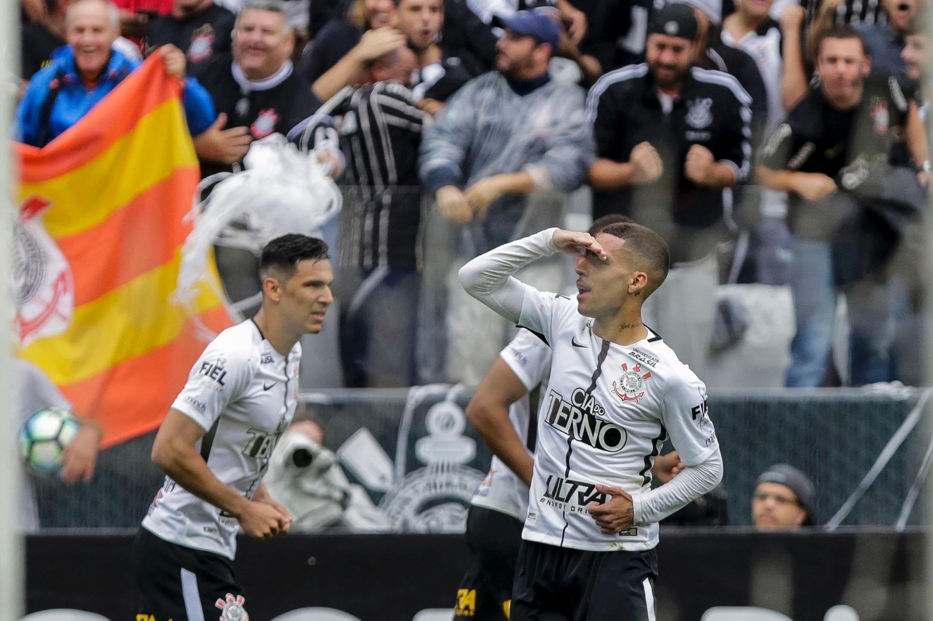 Corinthians bate Palmeiras em jogo eletrizante e retoma vantagem na ponta -  05 11 2017 - UOL Esporte 57070d12cd933