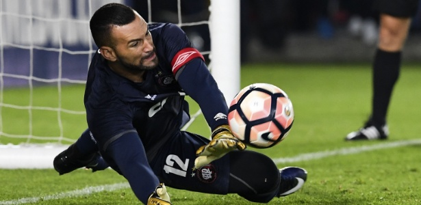 Weverton assinou contrato de cinco temporadas com o Palmeiras