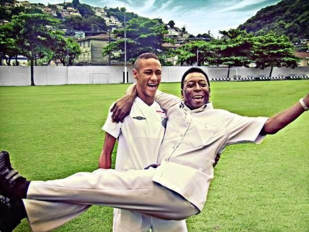 Neymar carrega Pelé