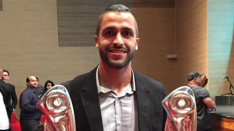 Zagueiro Ronaldo Alves, em passagem pelo Náutico, recebe prêmios de melhor zagueiro e artilheiro do Pernambucano 2016