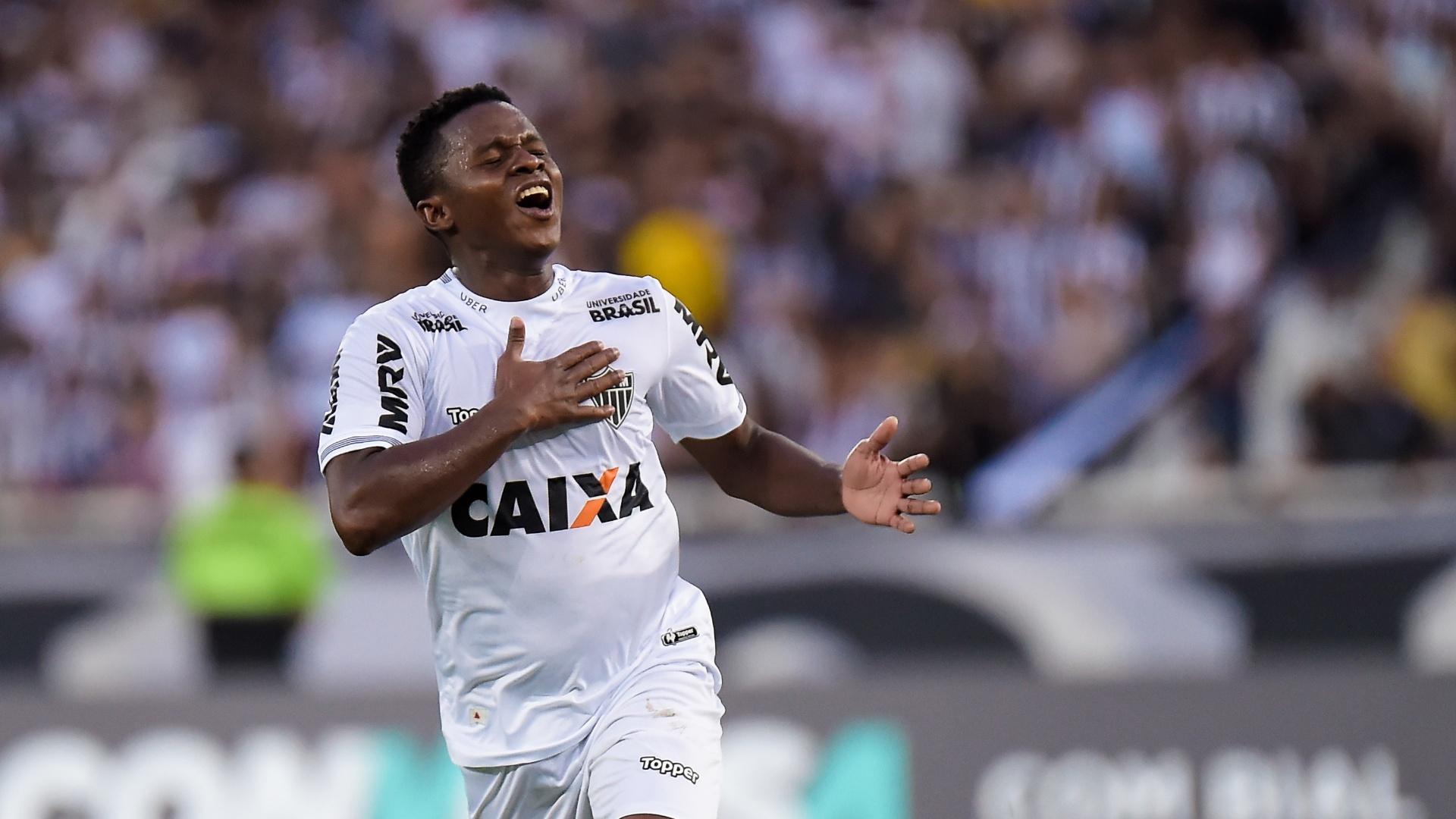 Cazares comemora o segundo gol do Atlético-MG diante do Botafogo