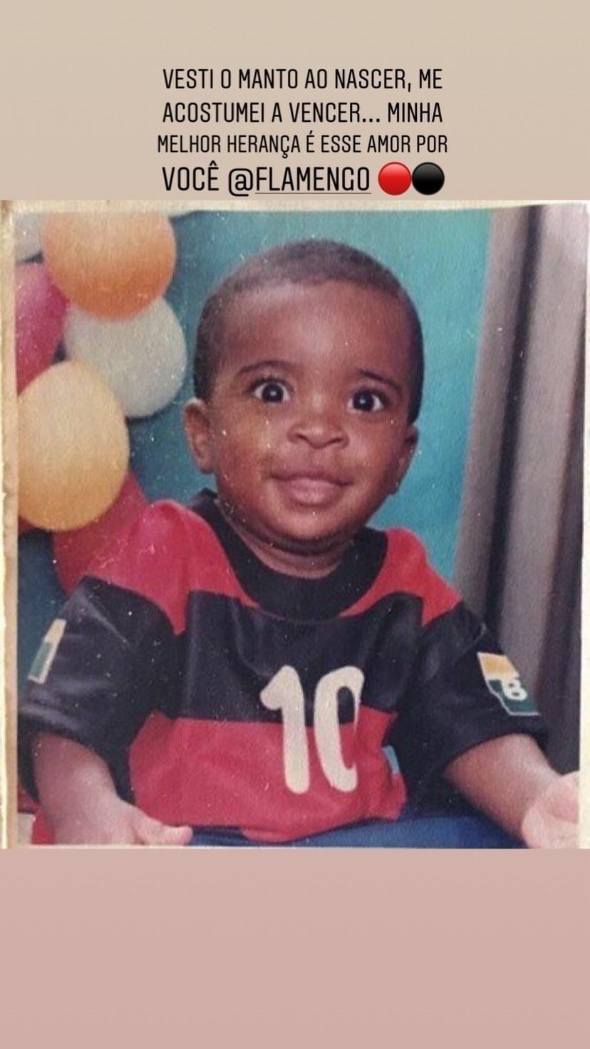 Vinicius Júnior posta foto com camisa do Flamengo quando criança