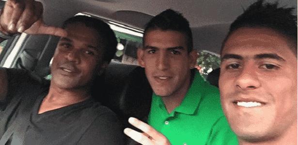 John Tréllez (pai, à esquerda) e Santiago Tréllez (filho, à direita). Jogador é do Inter - Reprodução/Instagram