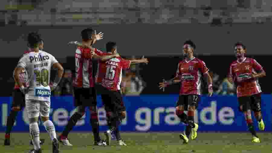 Jogadores do River Plate (URU) comemoram gol diante do Santos pela Copa Sul-Americana 2019 - Miguel Schincariol/AFP