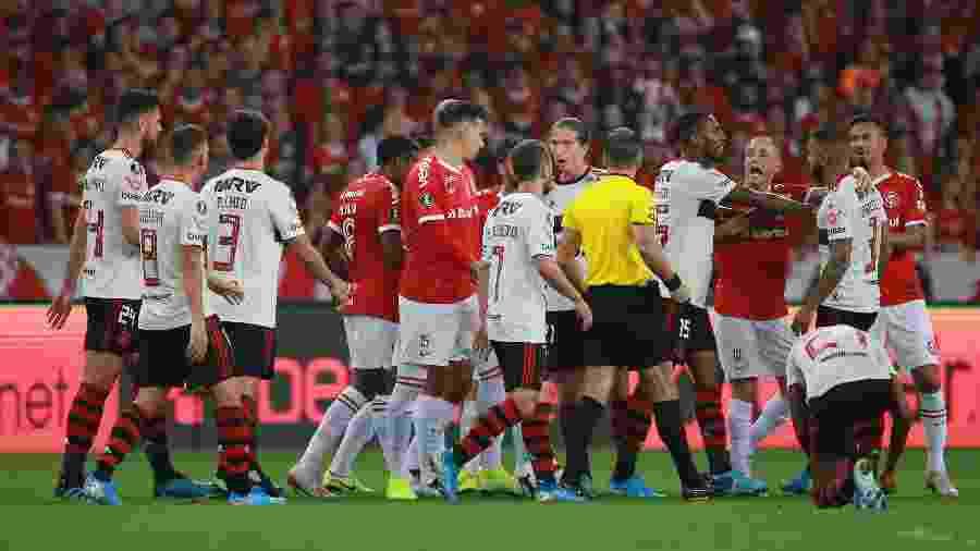 Internacional e Flamengo se enfrentam neste domingo, no Beira-Rio - Diego Vara/Reuters
