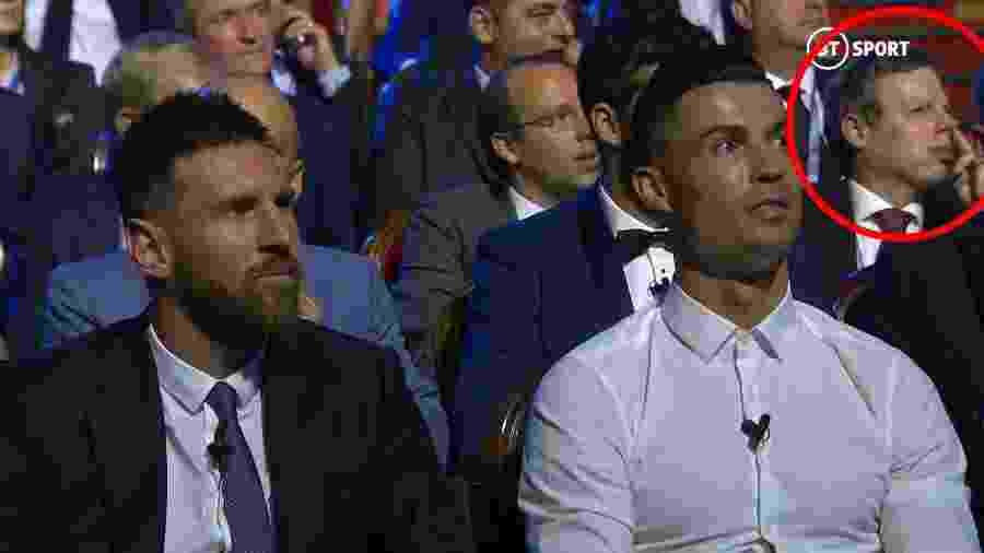 Dirigente limpa o nariz em foto com Messi e Cristiano Ronaldo - reprodução/BT Sport