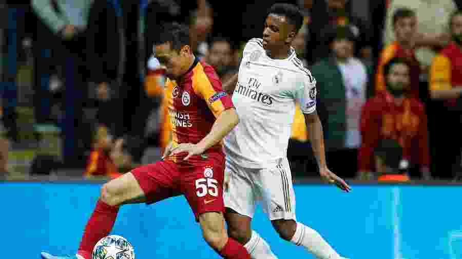 Rodrygo (d) em sua estreia na Liga dos Campeões, pelo Real Madrid, contra o Galatasaray - REUTERS/Kemal Aslan