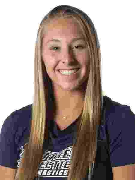 Melanie Coleman  - AssociaçãoGinástica de Treinadores da High School de Connecticut