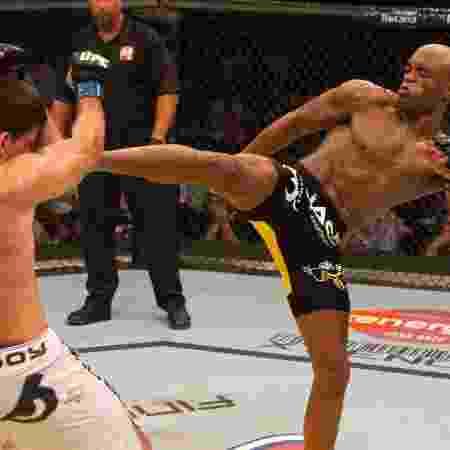Anderson Silva acerta chute em Demian Maia, no UFC 112 - Josh Hedges/Zuffa LLC via Getty Images