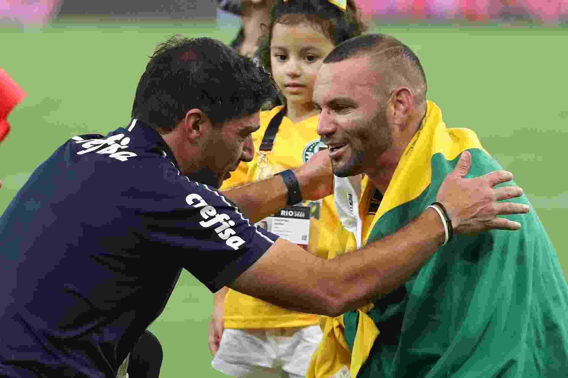 Weverton e Abel Ferreira celebram título do Palmeiras na Libertadores 2020, no Maracanã - Ricardo Moraes/Getty Images