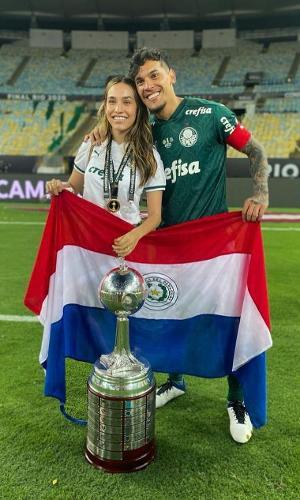Gustavo Gómez com a esposa, Jazmín Torres