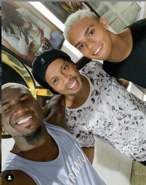 Markão (à esq.), atacante do Hebei Fortune, ao lado de Ronaldinho Gaúcho