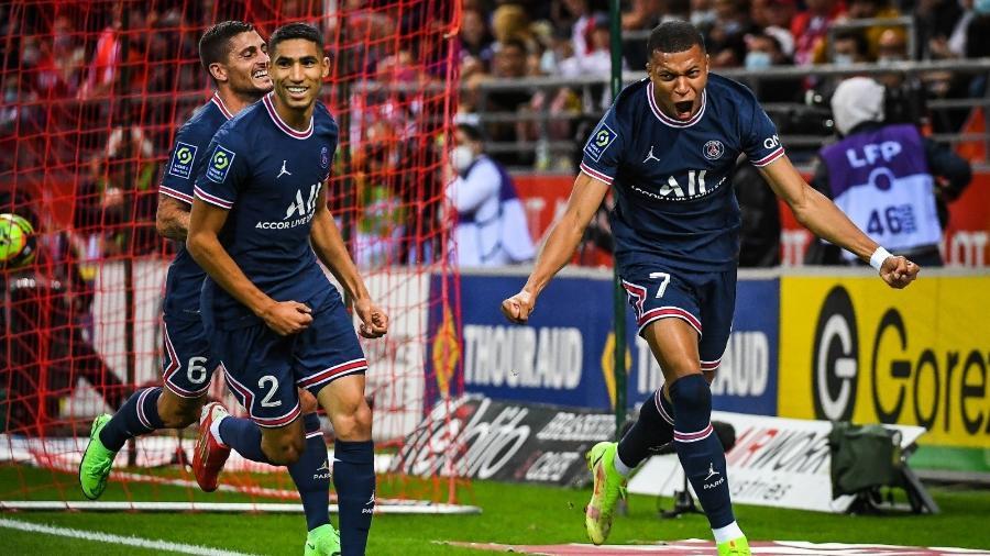 Mbappé celebra o gol marcado contra o Reims, no Campeonato Francês - Reprodução/Twitter @PSGbrasil