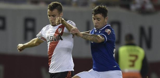 Emanuel Mammana, em ação pelo River Plate contra o Cruzeiro, na Libertadores