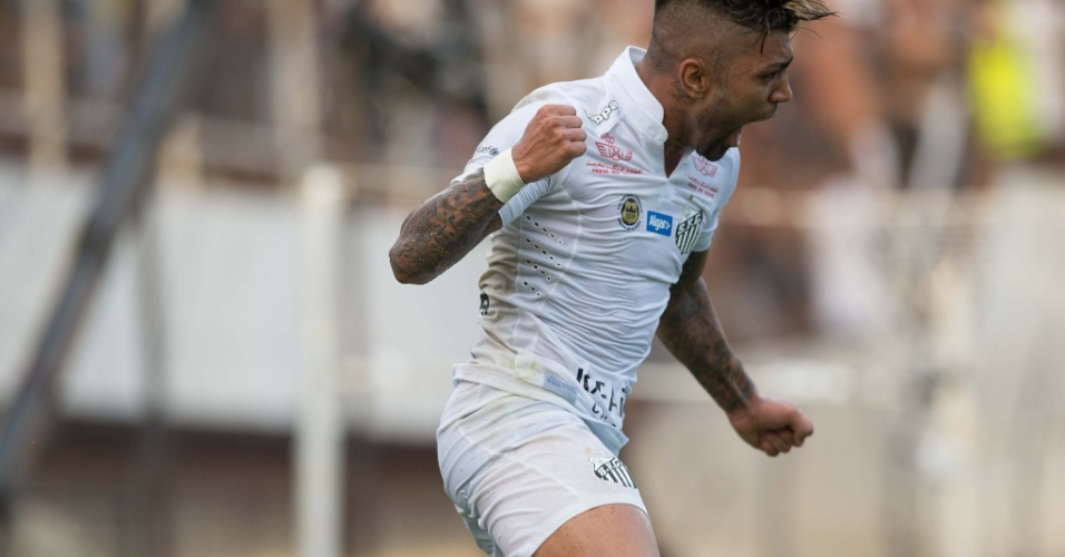 Gabigol comemora gol marcado por ele que abriu o placar contra o Palmeiras, na semifinal do Campeonato Paulista