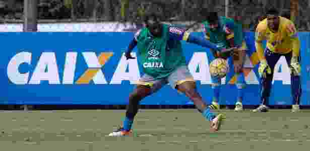 Manoel, zagueiro do Cruzeiro - Washington Alves/Light Press/Cruzeiro - Washington Alves/Light Press/Cruzeiro