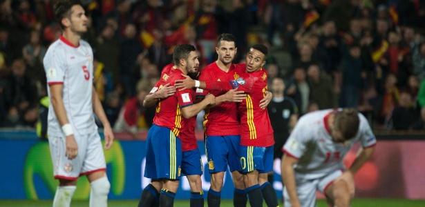 a0bb8d96e0 Espanha deslancha no 2º tempo